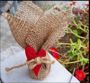 Natural-Burlap-Hessian-Bomboniere-Wrapper-with-Red-Heart-30x30cm-Jute-Gift-Bags-Rustic-Wedding-Favor-holders