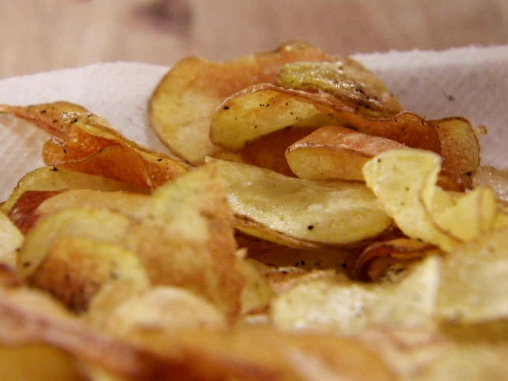WU0504H_homemade-black-pepper-potato-chips-recipe_s4x3