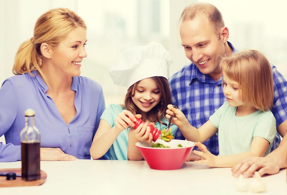 Μαγειρεύοντας με τα μικρά παιδιά: Κάνει καλό!